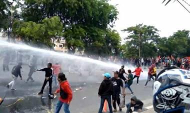 Blokade Polisi Jebol Di Daan Mogot, Mahasiswa dan Buruh Lolos ke Jakarta
