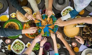 Asyik, Jelang Ramadhan Anies Perbolehkan Gelar Bukber di Tempat Umum