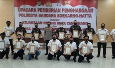 Sering Terlibat Dalam Kasus Besar, Kejari Tangerang Terima Penghargaan dari Polresta Bandara Soetta