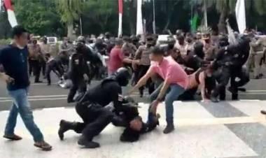 Polisi yang Banting Mahasiswa Dijatuhi Sanksi Berat : Ditahan Hingga Sulit Naik Jabatan