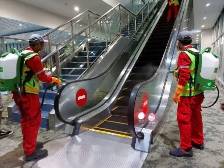 Cegah Corona, Tiap Hari Terminal 3 Dan Skytrain Bandara Soetta Disemprot Cairan Disinfektan