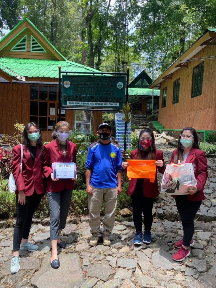 Tingkatkan Kebersihan dan Protokoler Covid-19, UNTAR dan TNGGP Resort Cibodas Gelar Bakti Sosial
